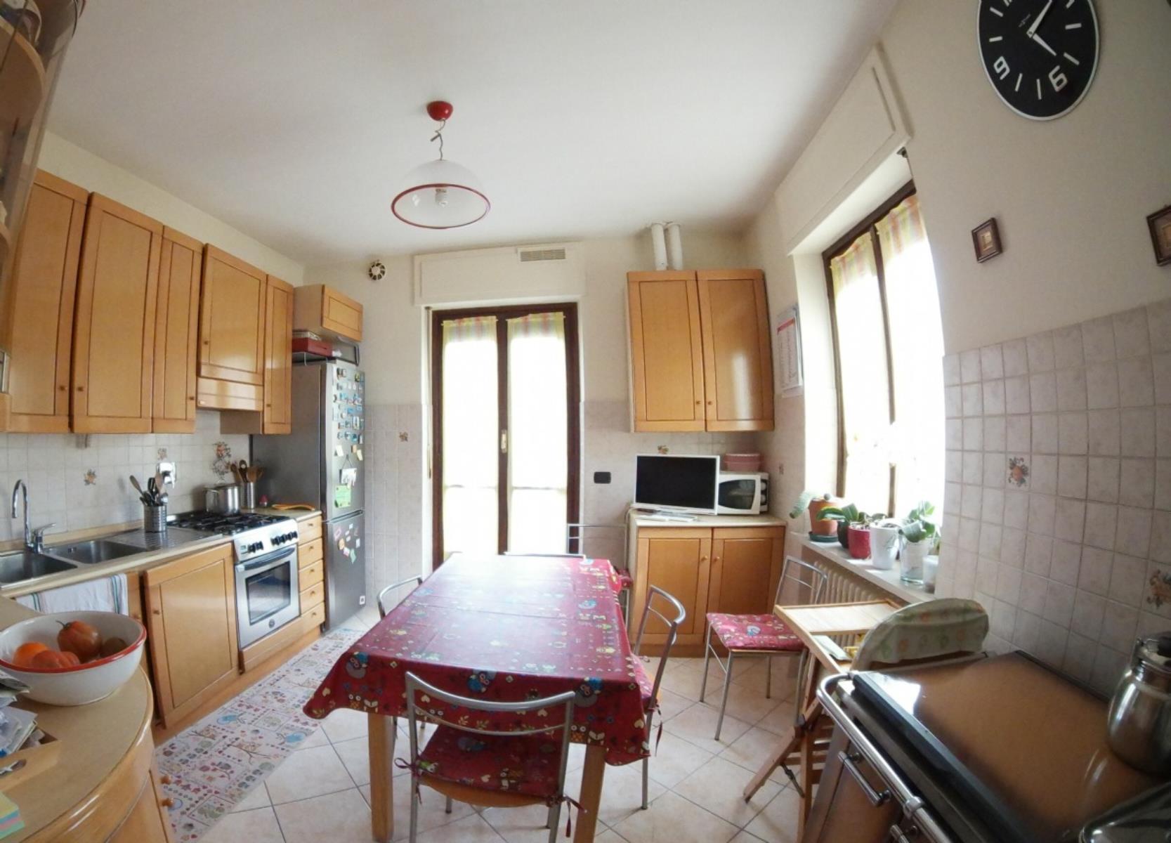 Vendita appartamento di 110 m2 ivrea to studio idea casa for Metraggio di appartamento studio