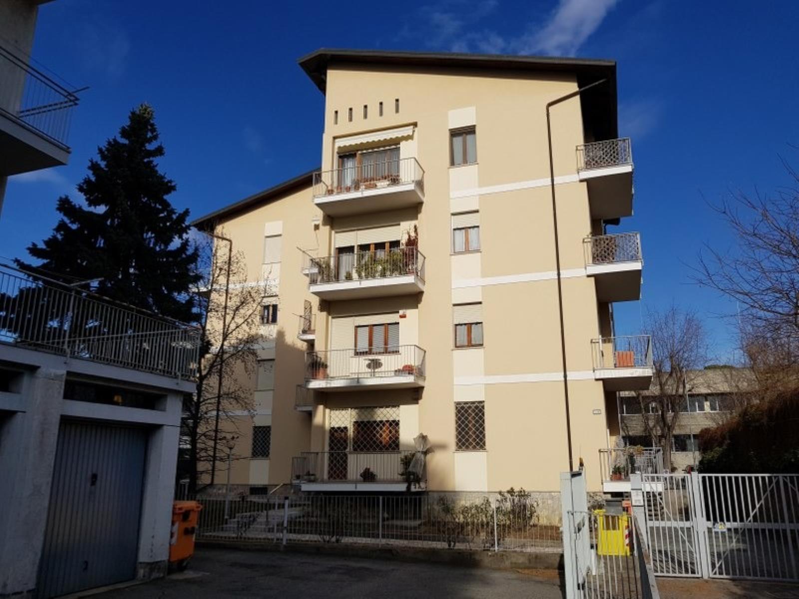 Vendita appartamento di 110 m2 ivrea to studio idea casa for Piani di casa cottage quattro camere da letto